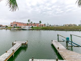 3BR Remodeled Canal Front North Padre Island Condo – Walk to Schlitterbahn