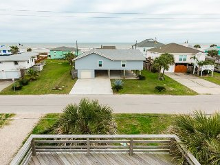 3BR w/ Rooftop Deck, Backyard Playset & 3 Outdoor Showers - Steps to Beach