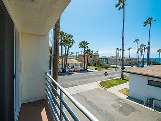 2BR Oceanside Condo 2 Blocks from the Ocean – Remodeled, High-End Finishes
