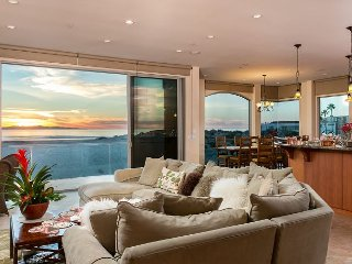Stunning and Stylish 4BR, 5.5BA Beachfront House in Mandalay Shores