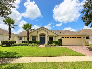Charming 5 bedroom 3 bath Highlands Reserve home 7 miles to Disney from $173nt