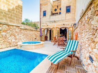 NEW - Luxury Holiday Farmhouse with Private Pool & Jucuzzi  in Island of Gozo