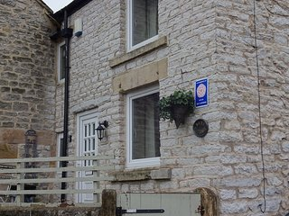 Luxury 2 Bed Cottage, Dog Friendly, Unlimited Wi-Fi and Wood Burning Stove, Bradwell