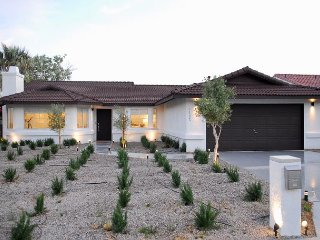 3BR, 2BA Desert Hot Springs Home—Blocks to Mission Lakes Golf & Pool