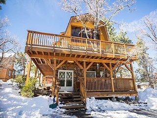 2BR, Loft 3BA, Big Bear Cabin w/Hot Tub, Game Room, Near Bear Mountain & Lake