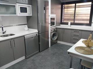 Casa 3 plantas, aire acondicionado centralizado y wifi gratis