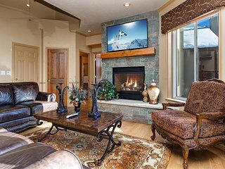 Posh 6BR, 6BA Park City Home with Gas Fireplaces, Hot Tub for 7 & Game Room