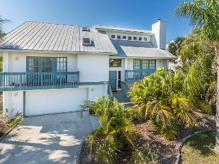4BR, 2BA Waterfront Home in Fort Myers Beach— Private Pool !