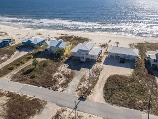 Sandlott, 4 bedroom 3 bath Beach-Front Gulf Shores home in Ft. Morgan