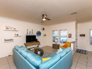 3BR, 2.5BA Modern Canal-Front Townhouse in North Padre!
