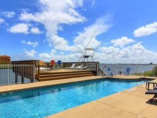 3BR/2.5BA Modern Canal-Front Townhouse