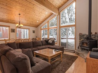 3BR, 2.5BA Tahoe Donner Home with 5-Star Amenities – Walk to Trout Creek