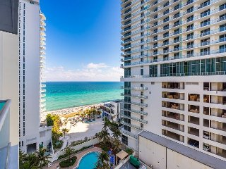 Stunning 2BR Hollywood Beachfront at Sian Ocean w/ Pool & 5-Star Amenities