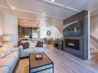 New, Stylish & Walkable Beachfront Townhouse in Tahoe