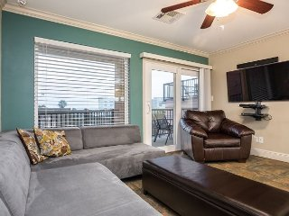Updated 2BR Seawall Condo w/Pool