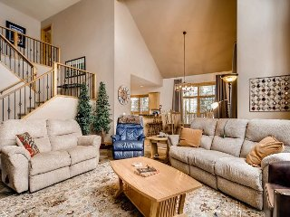 Family Friendly 5BR w/ Fire Pit & Home Theater - 350 Yards to Frisco Bay