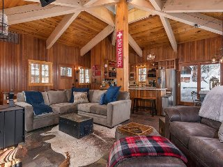 Spacious 4BR, 2.5BA Carnelian Bay Home w/Cabin, The Cubhouse, N Lake Tahoe