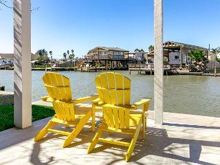 4BR, 3BA Reel Paradise House w/ Deck, Fishing & Access to Shopping