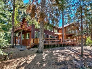 3BR, 2BA Roomy, Updated South Lake Tahoe House – Near 3 Top Ski Resorts!