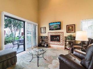 La Quinta Resort Corner Unit with Stunning Mountain Views - Walk to Downtown