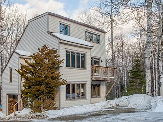 Large 4BR, 2BA Carrabassett Valley Condo—Mountain Views, Close to Skiing