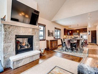 Silverbourne: 3BR, 3BA Silverthorne Condo with Mountain & River Views