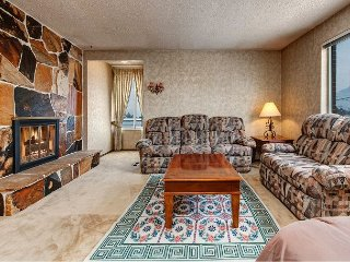 Huge 3BR Condo in Sandy w/ 2 Living Rooms & 2 Fireplaces - Easy Ski Access