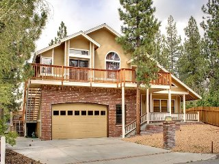 Spacious Big Bear Lake Chalet - Close to Snow Summit, Village