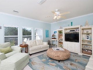 3BR, 2BA Orange Beach Condo in Romar Lakes w/ Pool and Private Beach Access