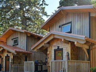 Salmon Lodge | WYA Point Resort, Ucluelet