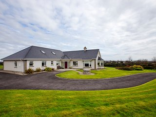 Dublin Coastal Town Luxury Home Easy Access to Airport / City, Skerries