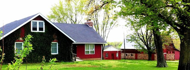 Stirling Cottage at Ozark Highlands Farm. (sleeps 6 to 16)