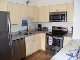 1 block to the Beach! Refurnished in 2017, 2BR/1BA-sleeps 7