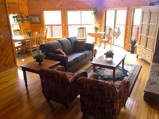 SMOKIES Spectacular View, Luxury 5 BR Chalet 2