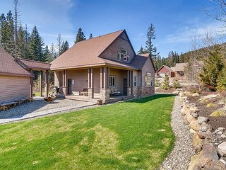 Ultimate Home |Game Rm, A/C, New Lawn & Patio, Hot Tub, Activity Center, Cle Elum