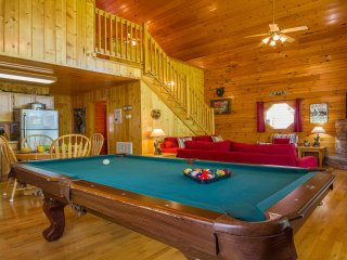 Fun Time ,Pet Friendly! FREE WIFI,Yr Rd  Pool, Hot Tub,Jacuzzi