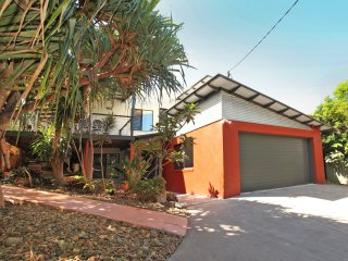 252 David Low Way Peregian Beach, FREE WiFi, Pet Friendly, 500 bond, Linen