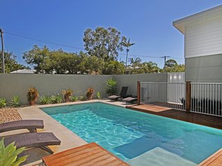 22 Sorrento Avenue, Coolum Beach - Linen Supplied  PET FRIENDLY - 500 BOND