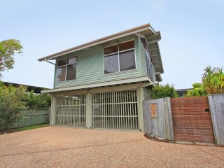 18 Northbeach Place, Mudjimba Beach - PET FRIENDLY - 500 BOND