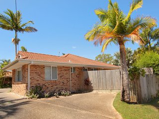 2 Eastern Court Mount Coolum, 400 DOLLAR BOND, Pet Friendly, LINEN INCLUDED