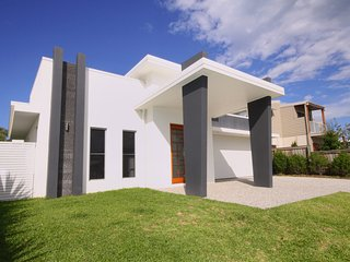 13 Wave Crescent, Mt Coolum, PET FRIENDLY, WIFI, FOXTEL 500 bond.