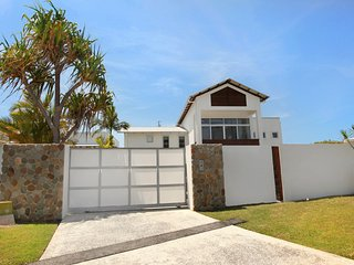 Apartment 2, 31 Lang St, Coolum Beach -  500 BOND, LINEN INCLUDED