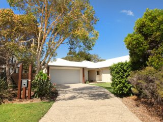 21 Northbeach Place, Mudjimba, Pet Friendly, WIFI