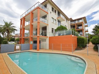 Unit 2, Cooltoro Court, 7 Frank Street Coolum Beach, 400 BOND