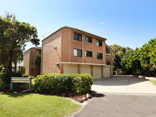Unit 7, Belander Court, 34 Perry Street Coolum Beach, AIR CONDITIONED, 400