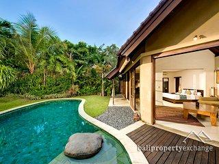 Romantic  1 BR villa for Honeymone getaway in Seminyak