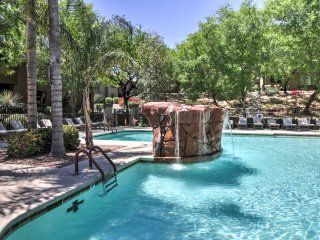 Tucson Condo w/Heated Community Pool & Hot Tub!