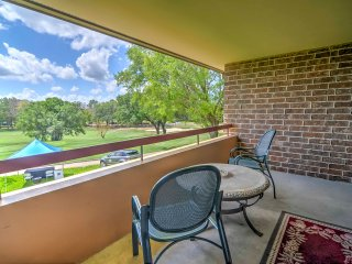 Resort Condo on Golf Course - 4 Mi to Palm Harbor!
