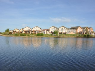 Family waterfront holiday combined with watersport directly at the lake