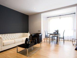Sagrada Familia II - 3 apartment in Eixample Dret…